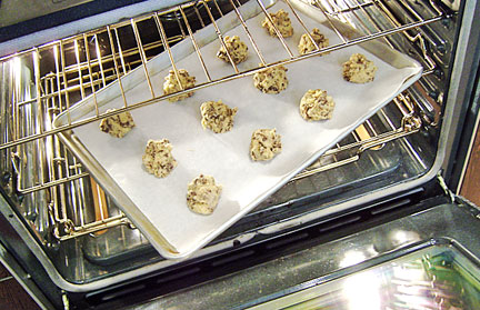 choc_chip_pop_in_oven