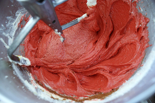 red-velvet-cupcakes-add-color