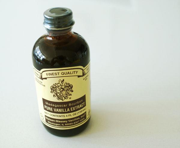 red-velvet-frosting-vanilla-extract