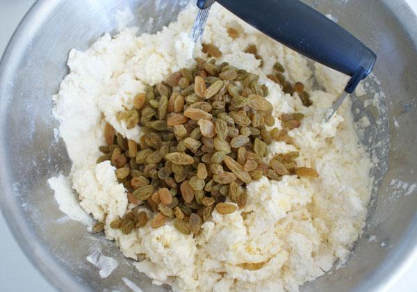 raisin-scones-add-raisins