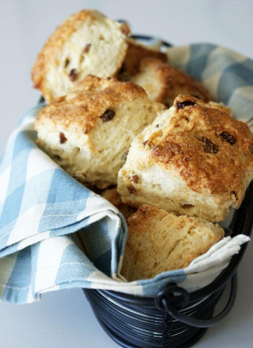 raisin-scones-final-in-basket