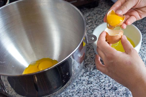 sponge-cake-separate-eggs