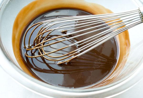 chocolate-sauce-whisk-together