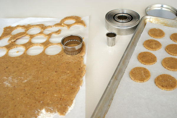 linzer-cookie-cut-rounds