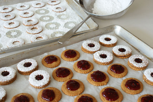 linzer-cookie-sandwich
