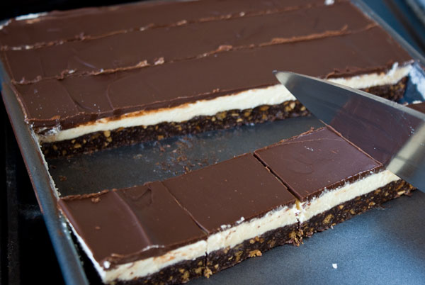 nanaimo-bars-slice